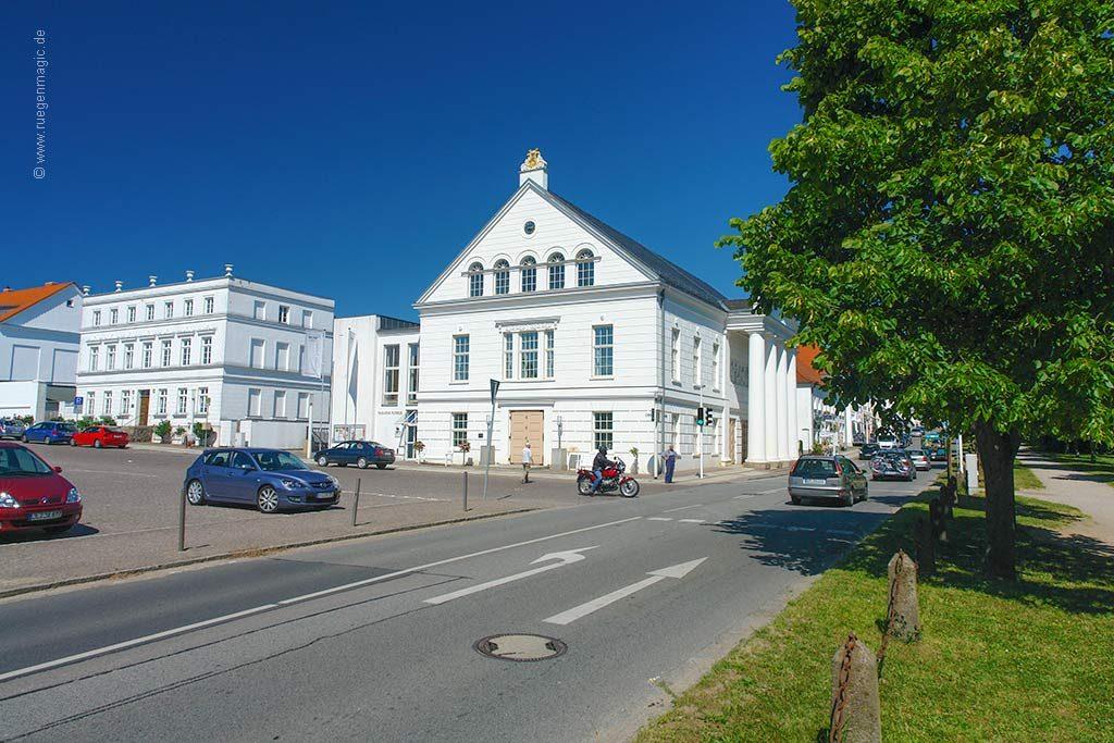 das Umfeld: das Theater von Putbus
